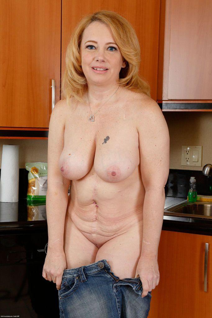 Geil blond nackt mollig