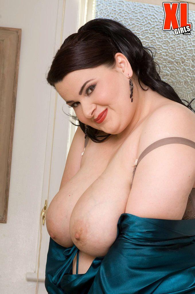 الدهنية ماديسون لي يظهر قبالة لها ضخمة الثدي خلال والصابون دش solo ...