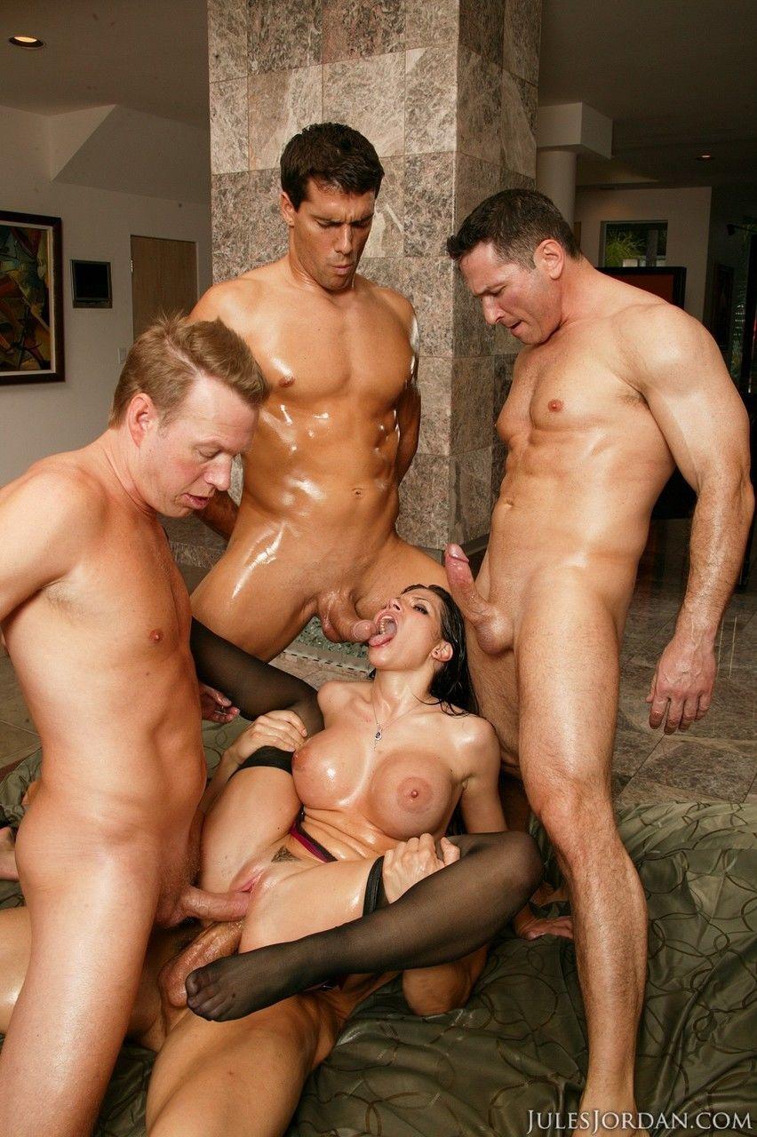 Видео порно три мужика