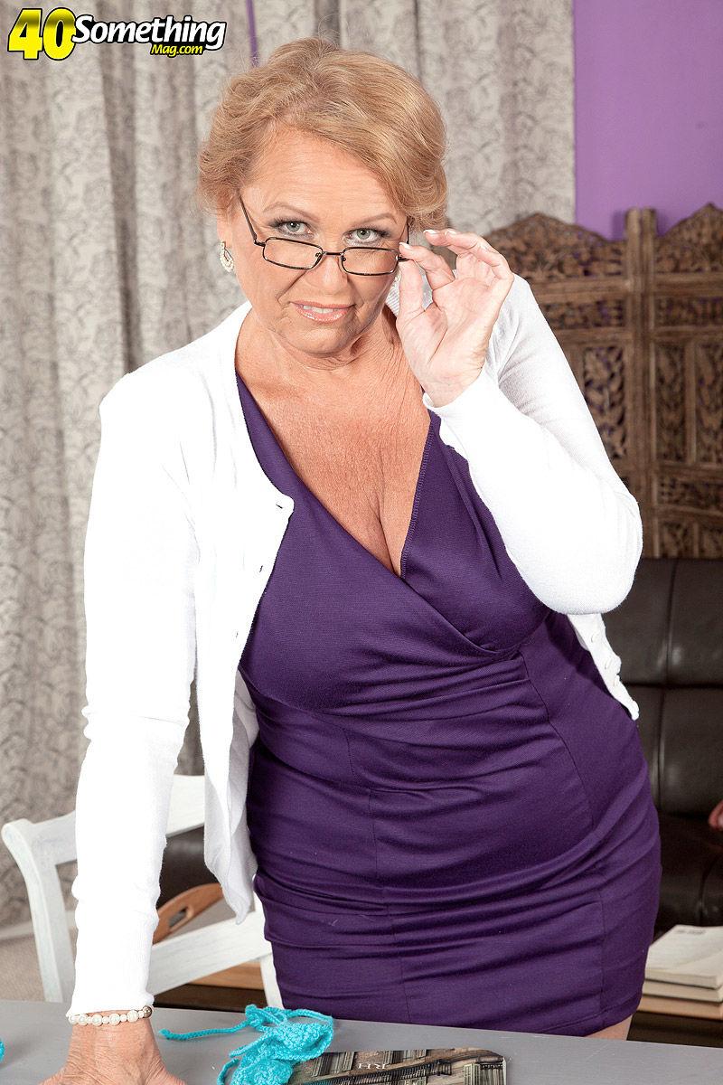 Brille reife frauen nackt mit Frauen Pics