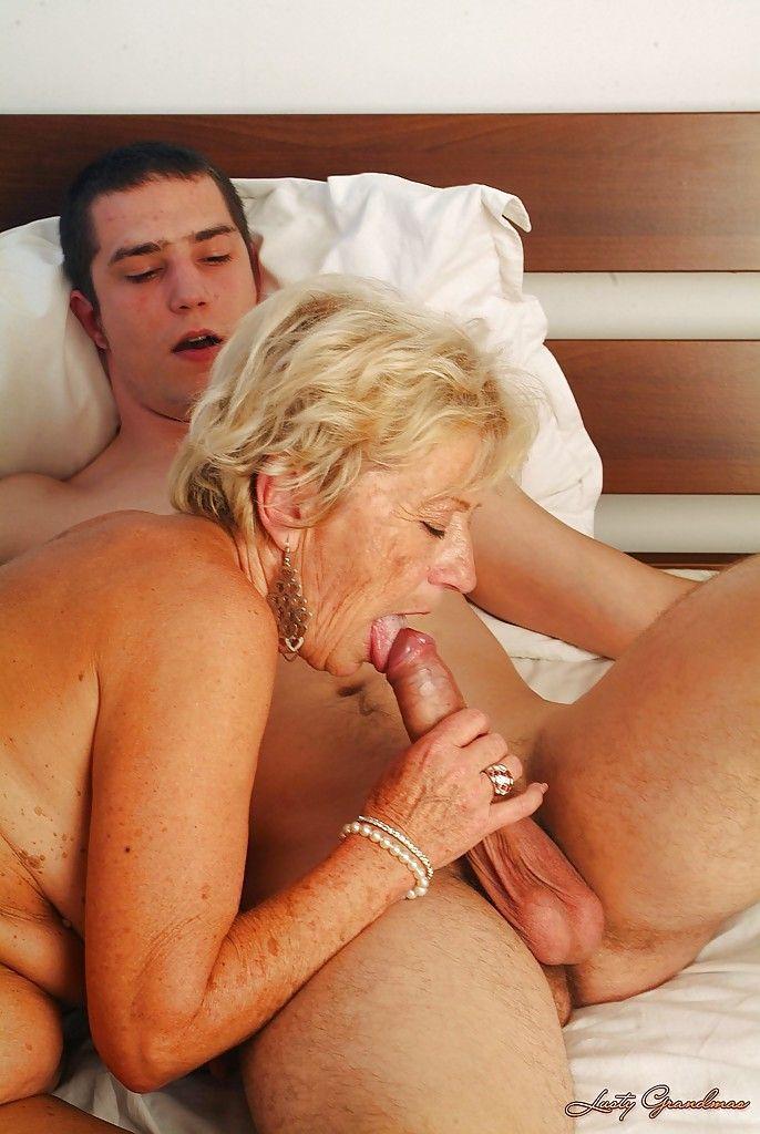 трахается вныком бабушка с