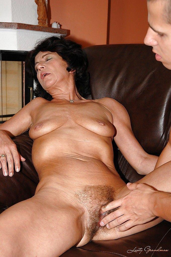 порно пожилых женщин с молодыми