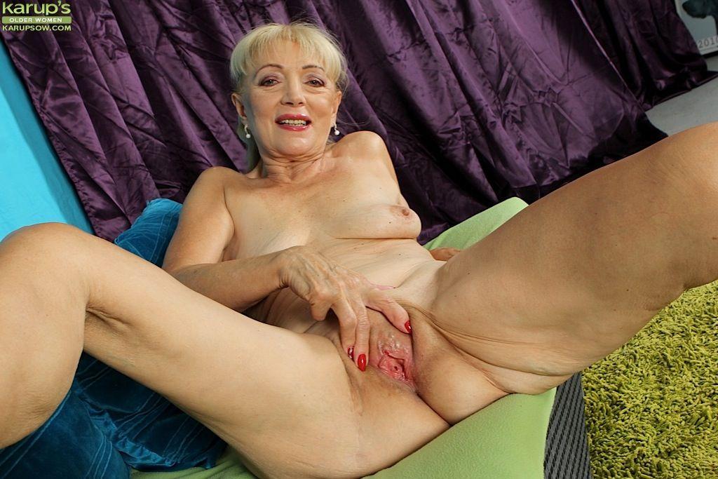 смотрел, как порно самые старые мамочки с обвисшими сиськами итальянскими порно фильмами
