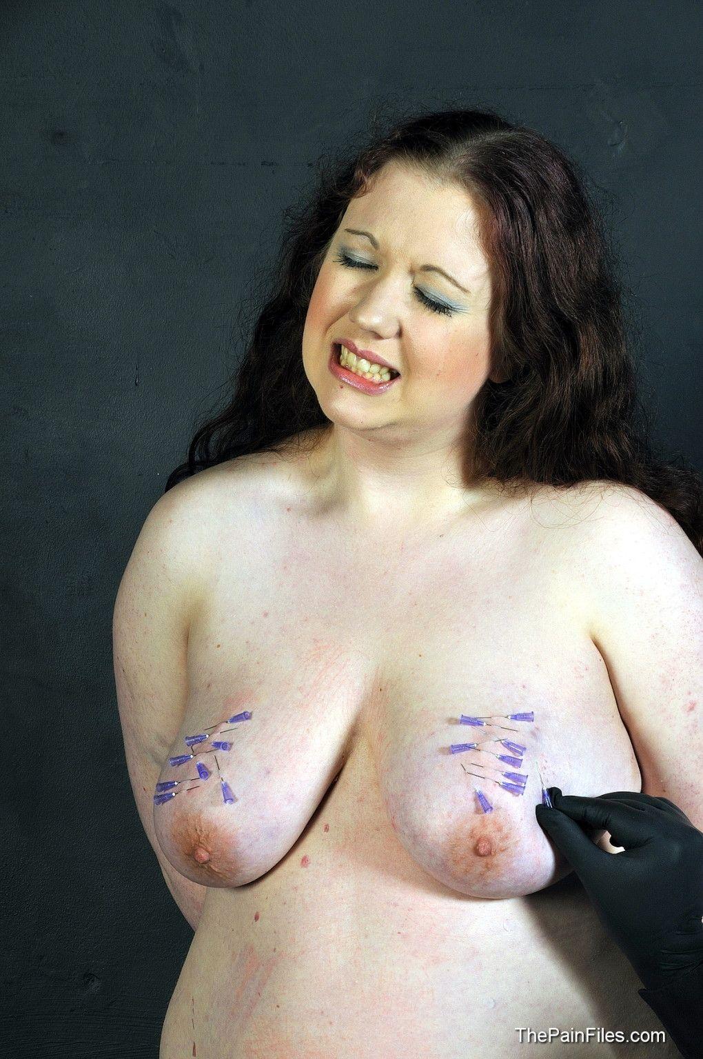Nackt folter sklavin bdsm Brutal torture