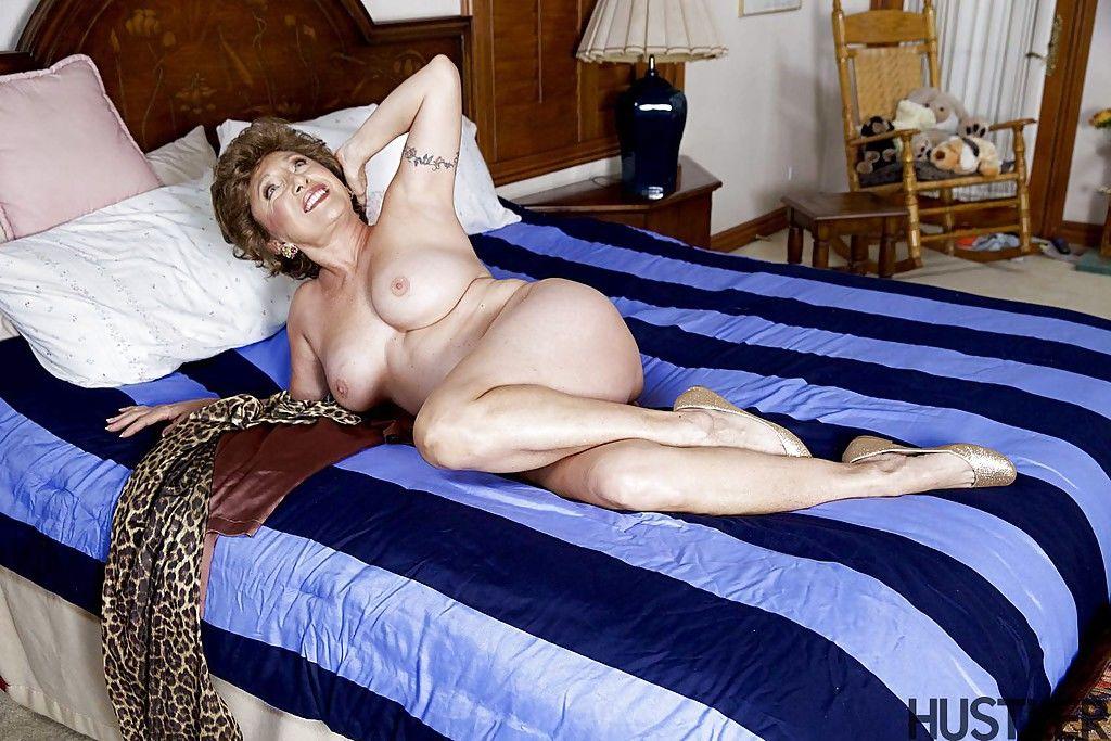 Bett oma nackt auf dem Die Dicke
