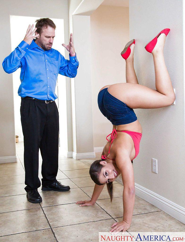 Die Kurvige Und Flexible Abella Danger Wird Akrobatisch Gefickt