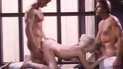 busty blonde milf flotter dreier ffm orgie